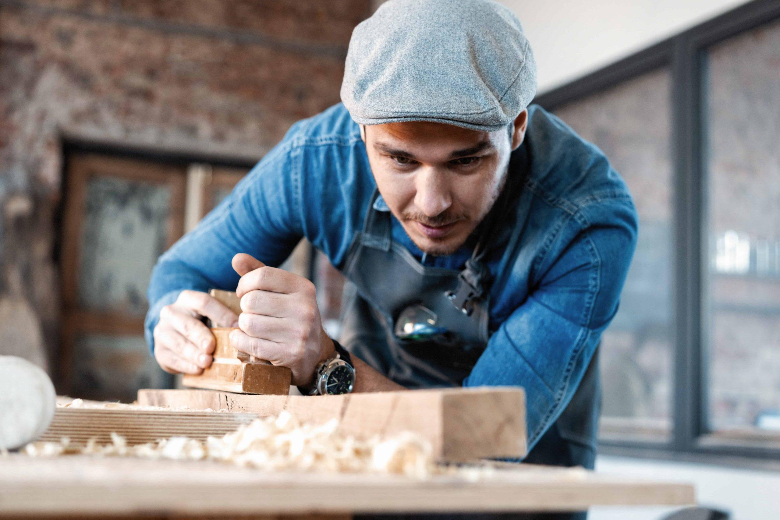 Holz schleifen – 8 Tipps für den perfekten Holzschliff