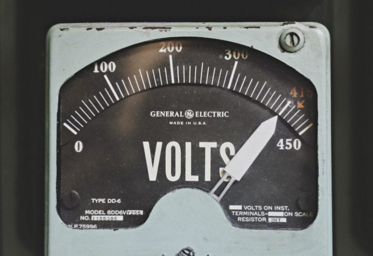 Wechselrichter 12V 230V-2